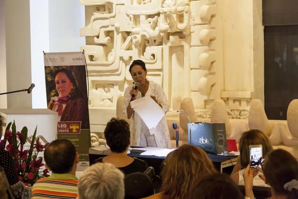 """La actriz Lilia Aragón se presentaró """"Leo.. luego existo"""" en la sala Ek Balam del Gran Museo del Mundo Maya."""